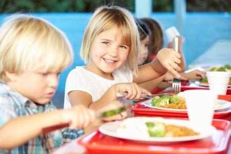 """""""Posiłek w szkole i w domu"""". Nowy program rządowy"""